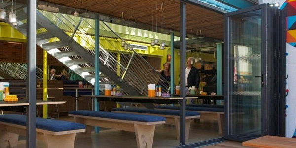 Un Restaurante Construido A Partir De Ocho Containers Reciclados