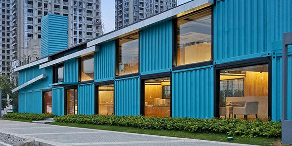 Edificio De Oficinas Con Contenedores