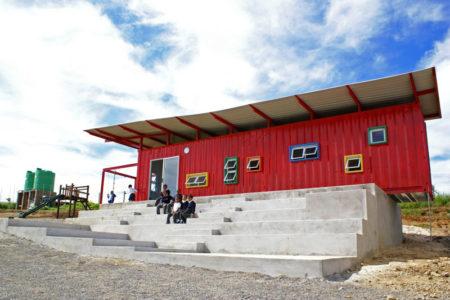 Alumnos En África Diseñan Su Propia Escuela Con Containers