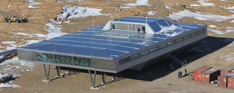 Estación Antártica Con Contenedores