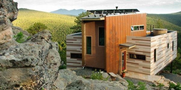 Casa De Contenedores En La Montaña