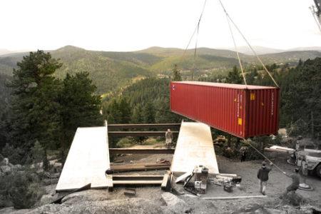 Casa Con Contenedores En La Montaña