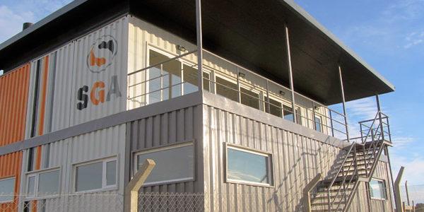 Edificio De Oficinas Con Contenedores En Chubut
