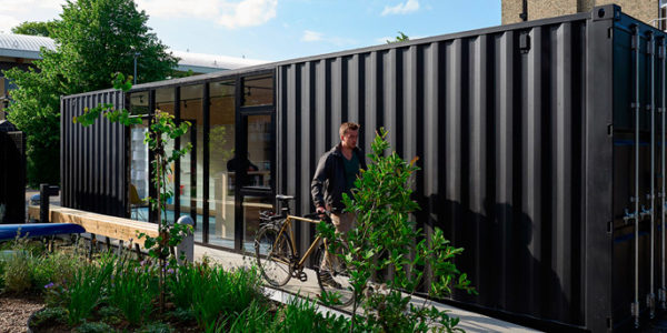 Cambridge Convierte Un Container En Una Portería