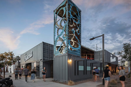 Centro Comercial Con Containers En Phoenix